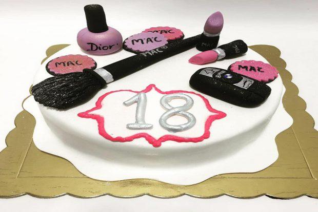 Birthday cake make up