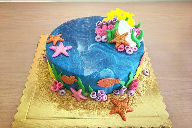 Birthday cake sea