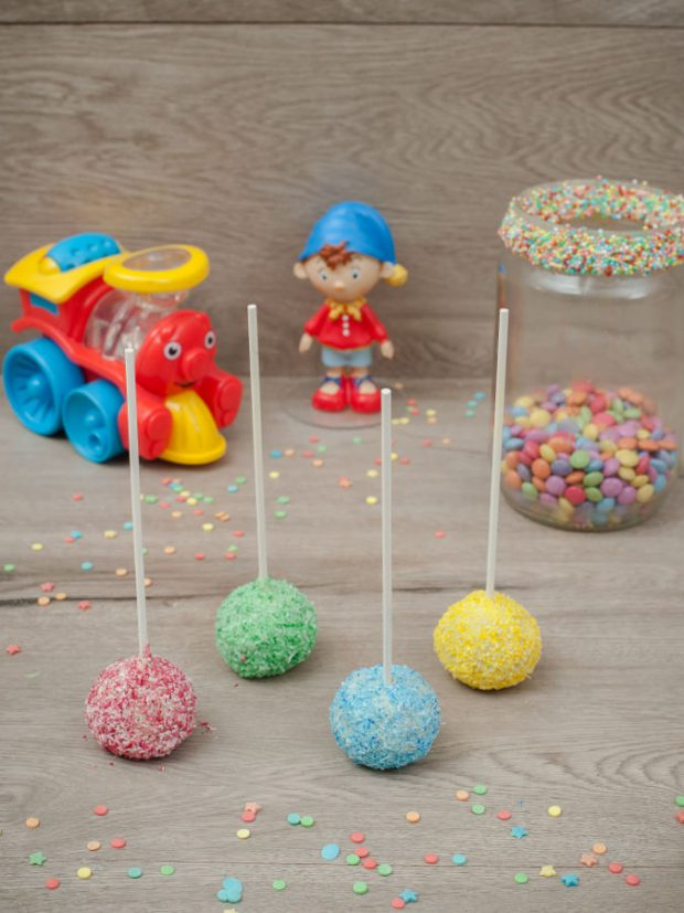 Cake pops colorful