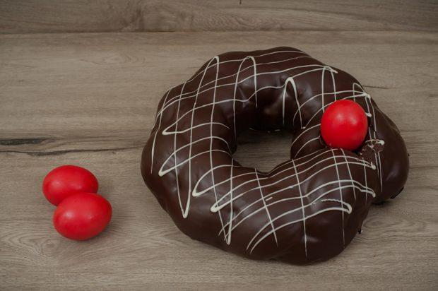 Easter tsoureki chocolate