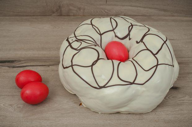 Easter tsoureki white chocolate