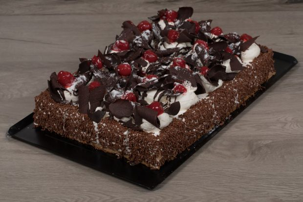 Plate mini black forest