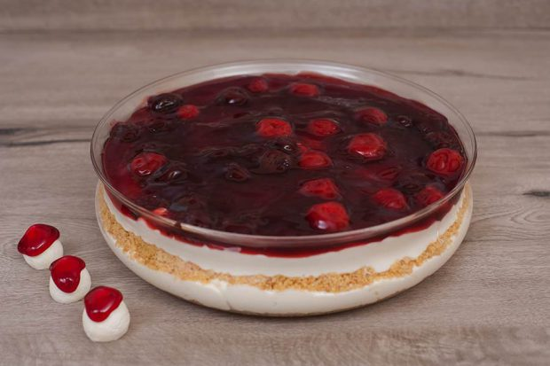 Pyrex cheese cake cherry