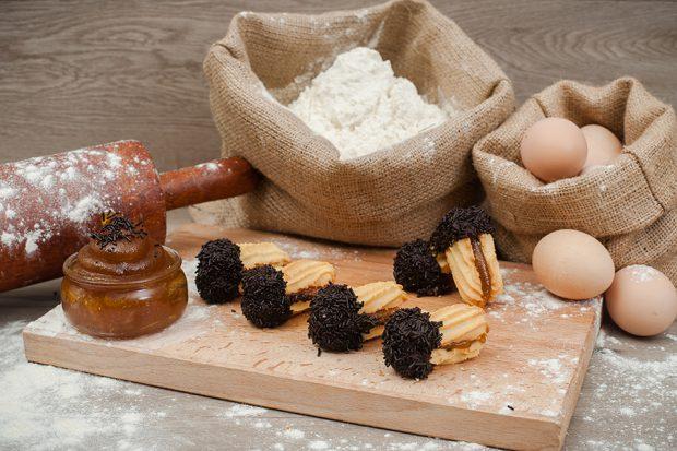 petit four jam truffle